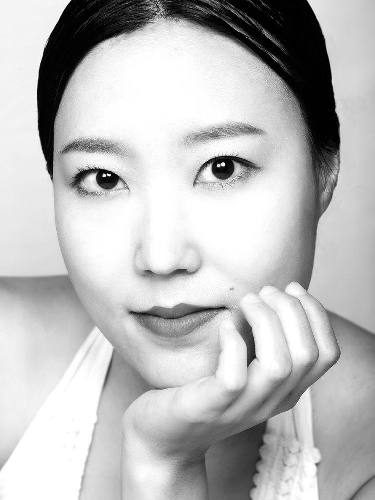 black-&-white-studio-photo-shoot-shell-eide-4